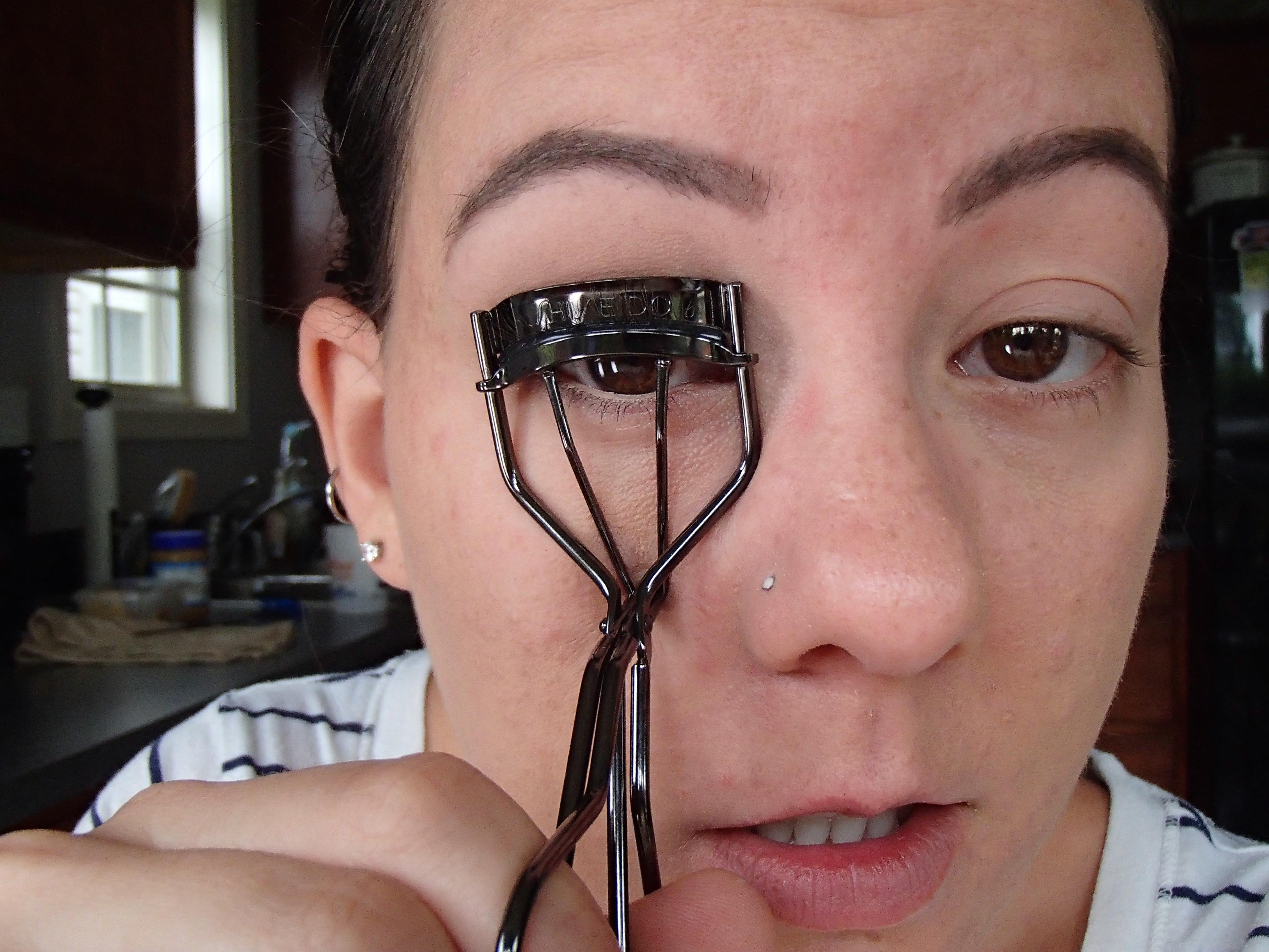 how to make eyes look bigger with only mascara